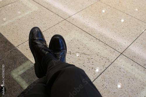 Fotografie, Obraz  ビジネスマン・足を組む