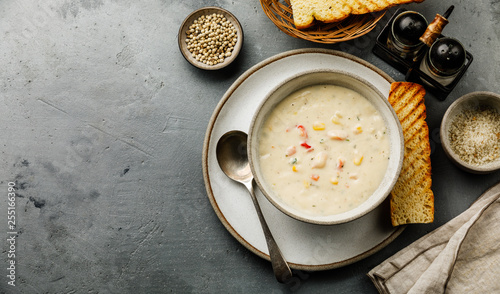 Cuadros en Lienzo Chowder Crab Soup with shrimps and corn on concrete background copy space