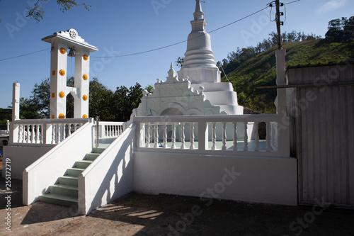 Photo sur Toile Con. Antique Dowa Raja Maha Viharaya temple, Sri Lanka.