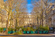 Paris, The Parc Monceau, Luxur...