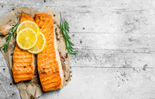 Grilled Salmon Fillet With Sli...