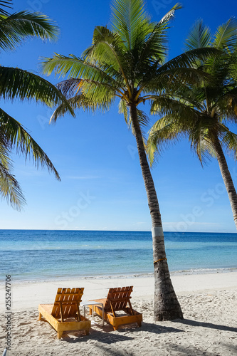 Photo  Wooden Beach Chairs on Palm Tree Island, Panglao - Bohol, Philippines
