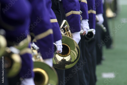Photo Marching band musicians performing.