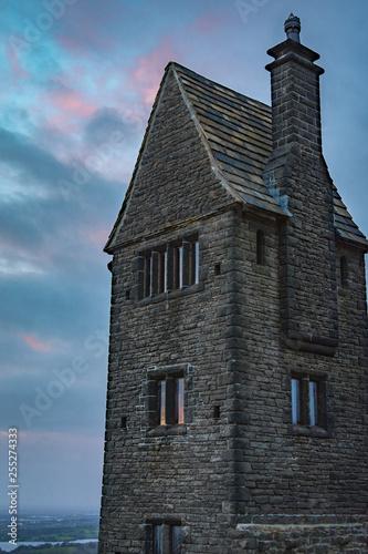 Photo creepy house at sunset