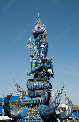 Foto  Chiang Rai Thailand, giant guardian at Wat Rong Seur Ten or the Blue temple