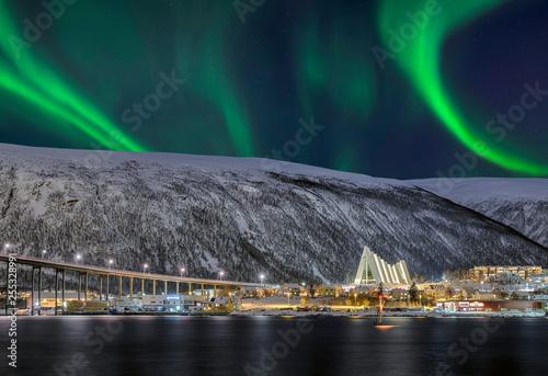 Foto auf Gartenposter Nordlicht Norwegen Tromso Eismeerkathedrale Nordlicht