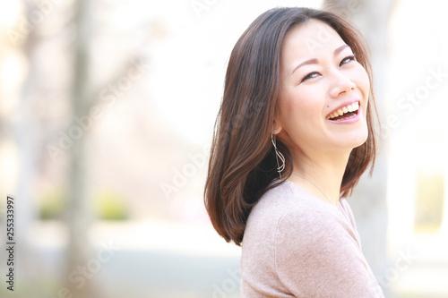 Obraz 女性ポートレート - fototapety do salonu