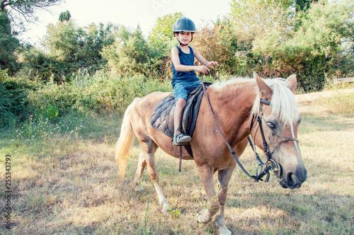 Fotografía  Little boy on the horse.