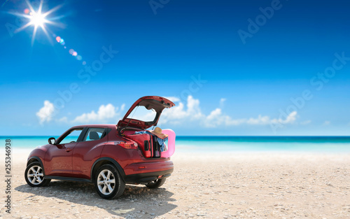 Fotografiet  Summer car on beach and sunny day