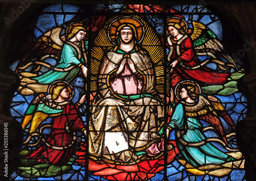 Leinwand Poster Virgin Mary surrounded by angels, stained glass window in Orsanmichele Church in