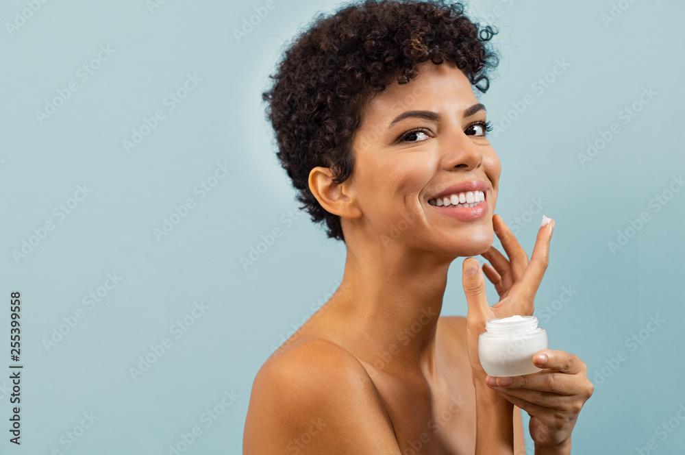 Fototapety, obrazy: Young brazilian woman applying moisturizer