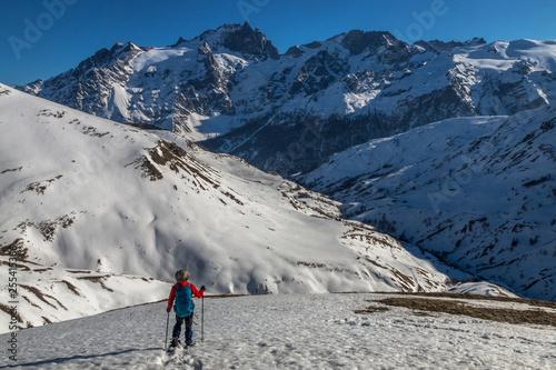 Fotografia  Randonnée en raquettes en hiver face à La Meije , Alpes , France