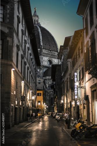 Photo Stands New York Street Santa Maria del Fiore