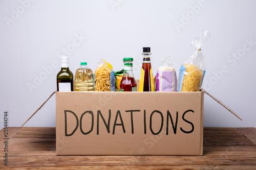 Pinturas sobre lienzo  Various Foods In A Donation Cardboard Box