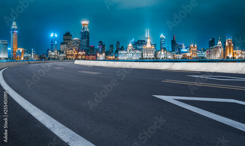 Photo  Urban Road, Highway and Construction Skyline..