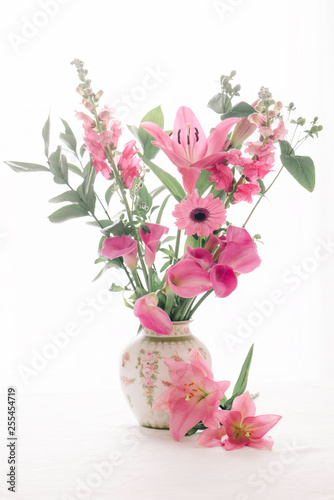 Fototapety, obrazy: Floral arrangement with Lillies and daisies