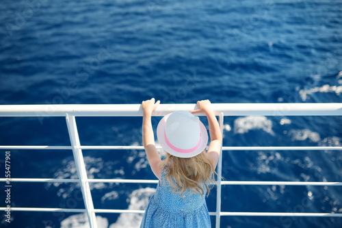 Fotografía  Adorable young girl enjoying ferry ride staring at the deep blue sea
