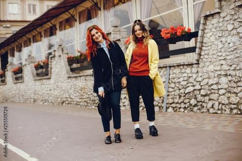 Papiers peints Tunnel fashion girls