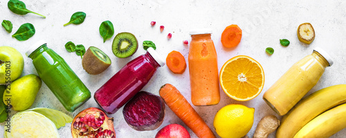 Photo sur Toile Jus, Sirop smoothies or juices in bottles