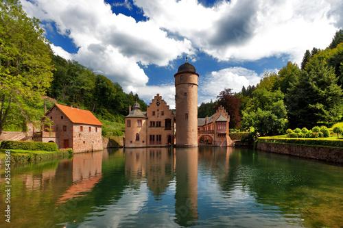 Valokuvatapetti Wasserschloss Mespelbrunn