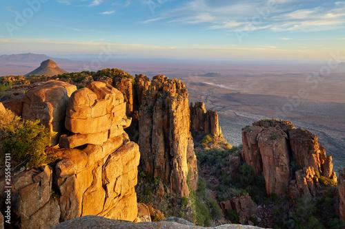 Montage in der Fensternische Landschaft Great view over african landscape