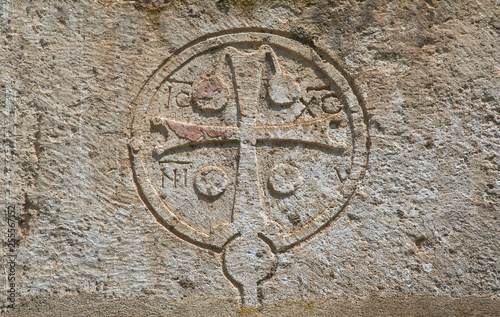 Photo Cross carved in stone on wall at temple Canaanite in new athos, abkhazia
