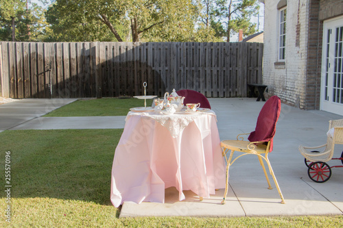 Photographie  composite background table and chairs