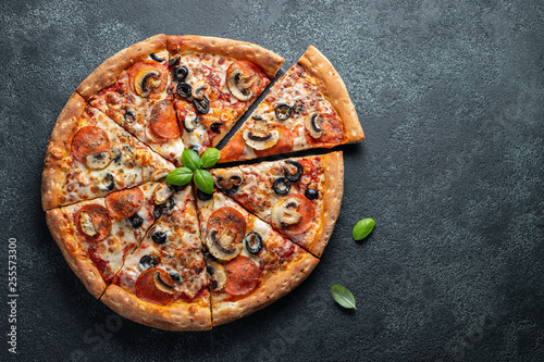 Tasty pepperoni pizza with mushrooms and olives. Fototapete