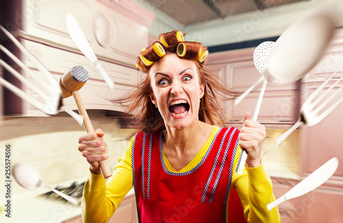 Fotomural  Crazy housewife in apron cooking, cookware flying