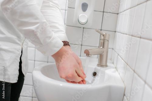 Fotografía  side view of businessman washing his hands, hygiene
