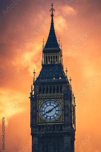 Fotografia  The famous Big Ben clock tower at sunset