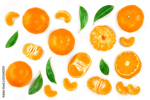 Fotomural tangerine or mandarin with leaves isolated on white background