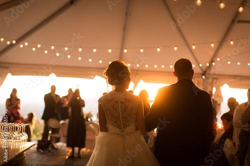 Fotografia, Obraz Bride and groom entering reception