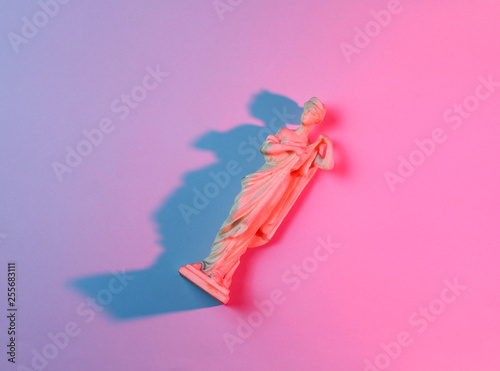 Fotografía  Antique goddess figurine, retro futurismneon, pink blue neon light