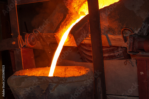 metal casting process with high temperature fire in metal part factory Canvas-taulu