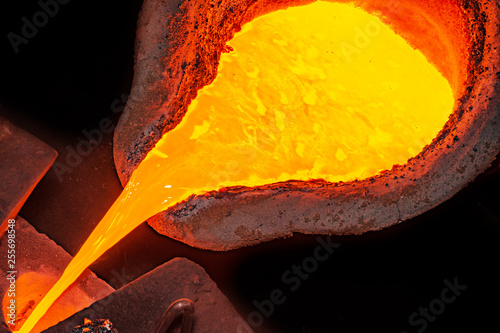 Foto metal casting process with high temperature fire in metal part factory