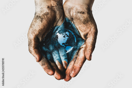 Fotomural Hands of a child with dirty water