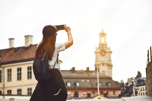 Foto auf AluDibond Stockholm woman traveler take photo at stockholm