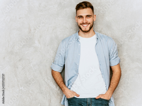 Fotografía  Portrait of handsome smiling hipster lumbersexual businessman model wearing casual shirt clothes