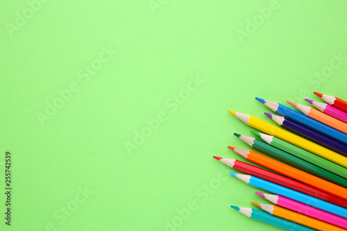Fotografía  Many different colored pencils on lime background