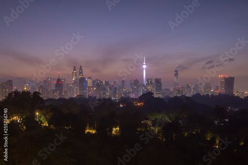 Photo Sunrise view over Kuala Lumpur cityscape