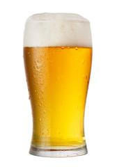 čaša piva izolirana na bijeloj pozadini