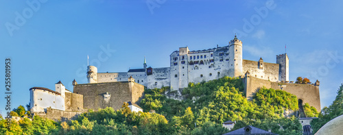 Foto Beautiful view of Salzburg Hohensalzburg fortress, Salzburg, Salzburger Land, Au
