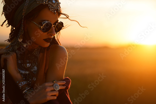 Fond de hotte en verre imprimé Gypsy attractive fashion woman