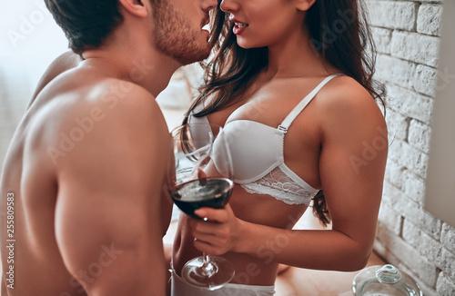 Fotografia  Sexy couple on kitchen