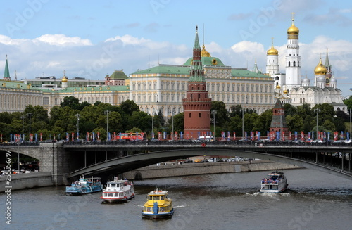 Fototapety, obrazy: View of the Moscow Kremlin and the Big Stone bridge