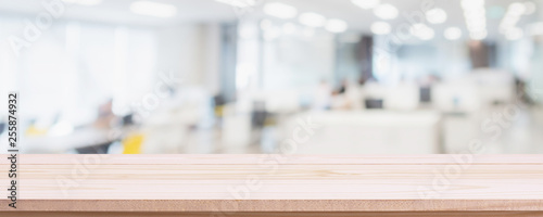 Foto  Empty wood table top and blur glass window wall in office building background - can used for display or montage your products