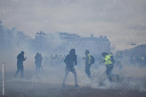Valokuva  Paris - Yellow Vest Protest - Arc of the triumph
