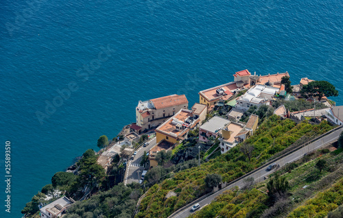 Foto  Landscape Amalfi Coast, street for Ravello, Italy