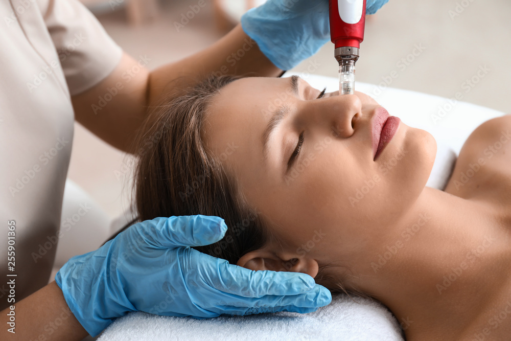 Fototapety, obrazy: Young woman undergoing procedure of bb glow treatment in beauty salon